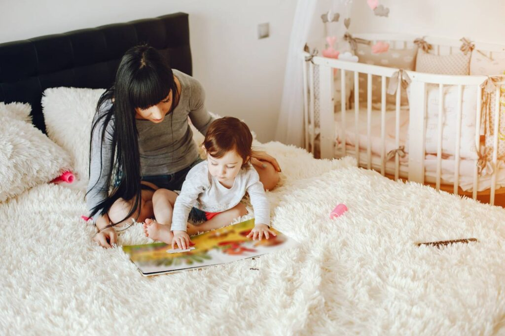 Dziecko w sypialni rodziców