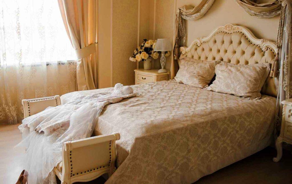 łóżko w stylu Ludwika