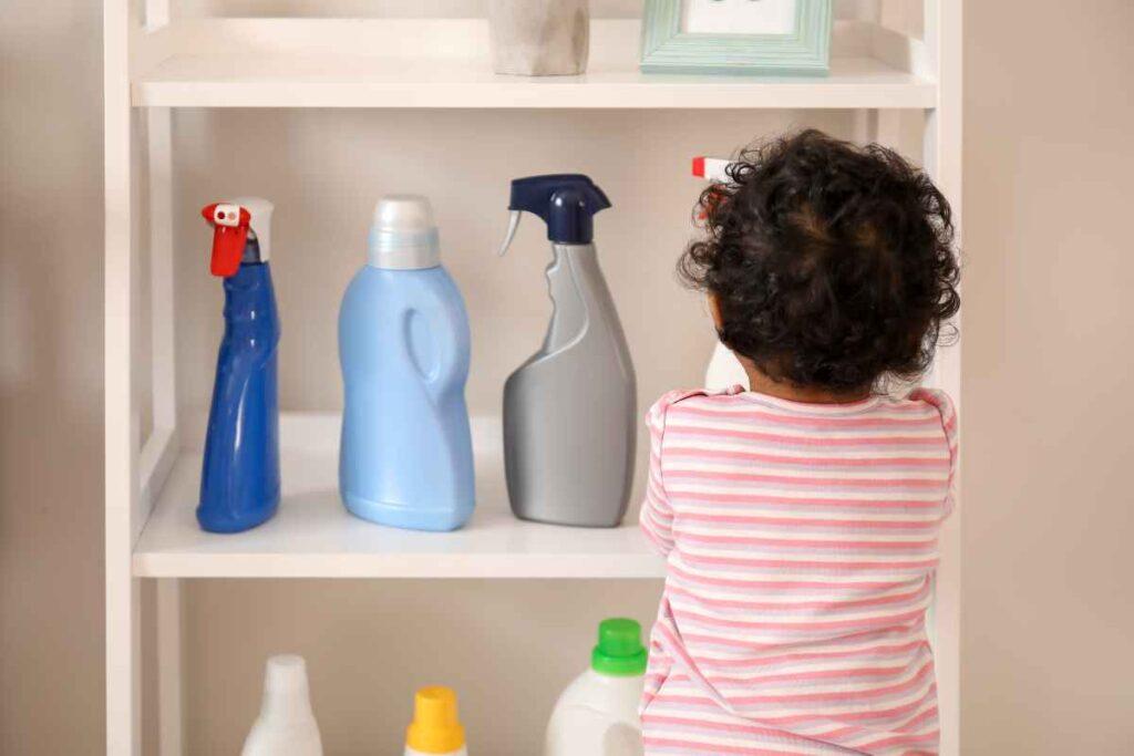 Chemię domową przechowuj poza zasięgiem dzieci