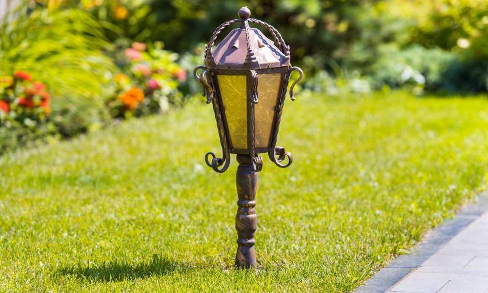 Lampa solarna na nodze