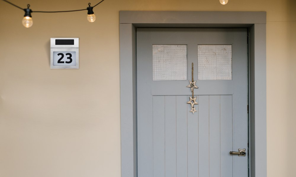 podświetlany numer na domu